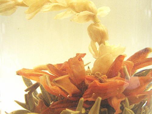 お花の開くお茶…工芸茶
